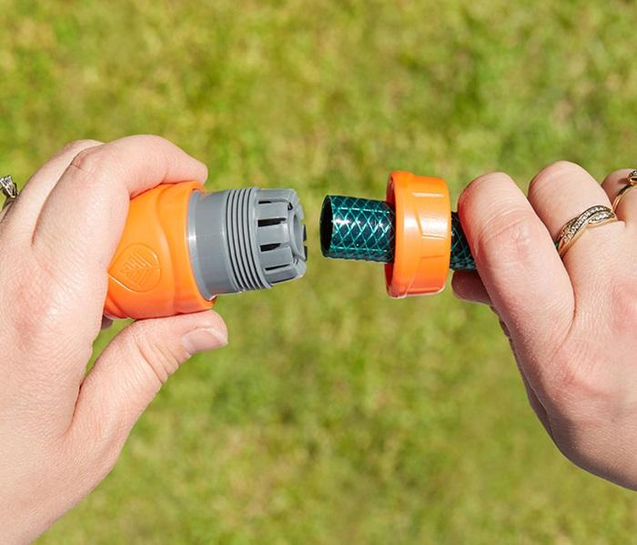 1010603B 12 mm Hose Connector in situ