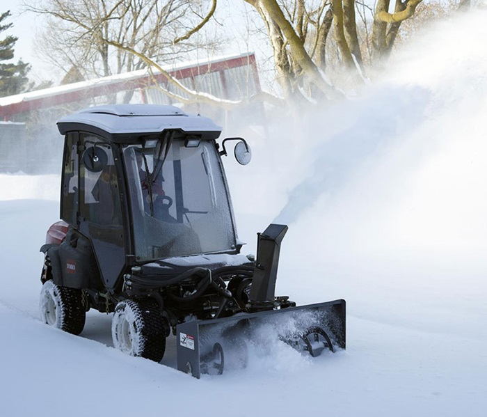 groundsmaster-360-outside-snowthrower-cab