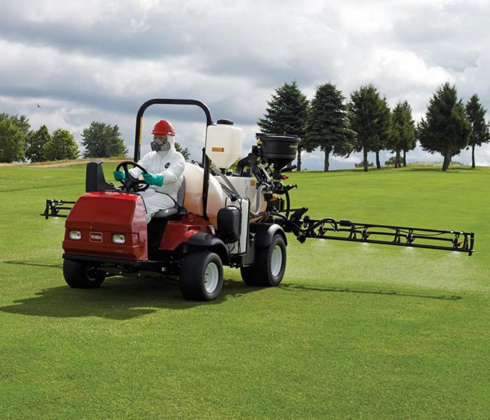 multipro-1750-outside-front-left-spraying