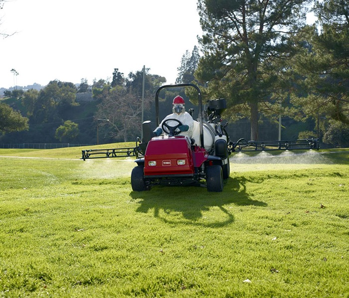 multipro-1750-outside-front-spraying
