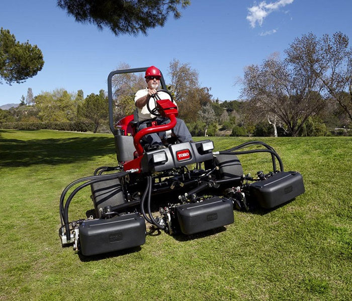 reelmaster-3550-outside-front-2