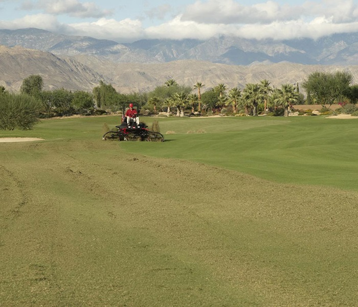 reelmaster-7000-outside-front-mowing