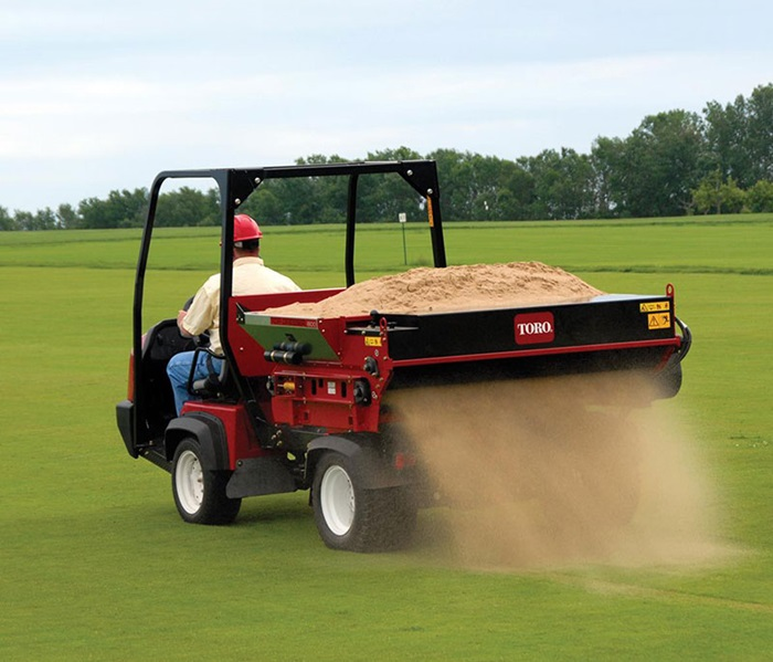 workman-hd-golf-with-topdresser-rear