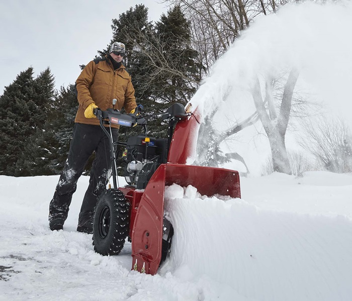 No need to replace shear pins thanks to the commercial-grade auger gearbox in the Toro Power Max two-stage snow blower.